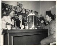 ehemaliges Café LEO gegenüber vom Würstelstand LEO, hier mit Leo Mlynek