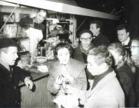 Der legendäre Würstelstand LEO mit seinem langjährigem Verkäufer Fritz Wilfing