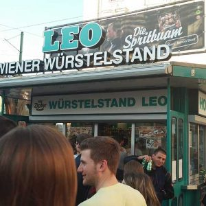Würstelstand LEO features Die Spritbuam