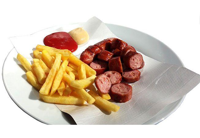 LEO Würstelbox: Käsekrainer und kleine Pommes, am Teller